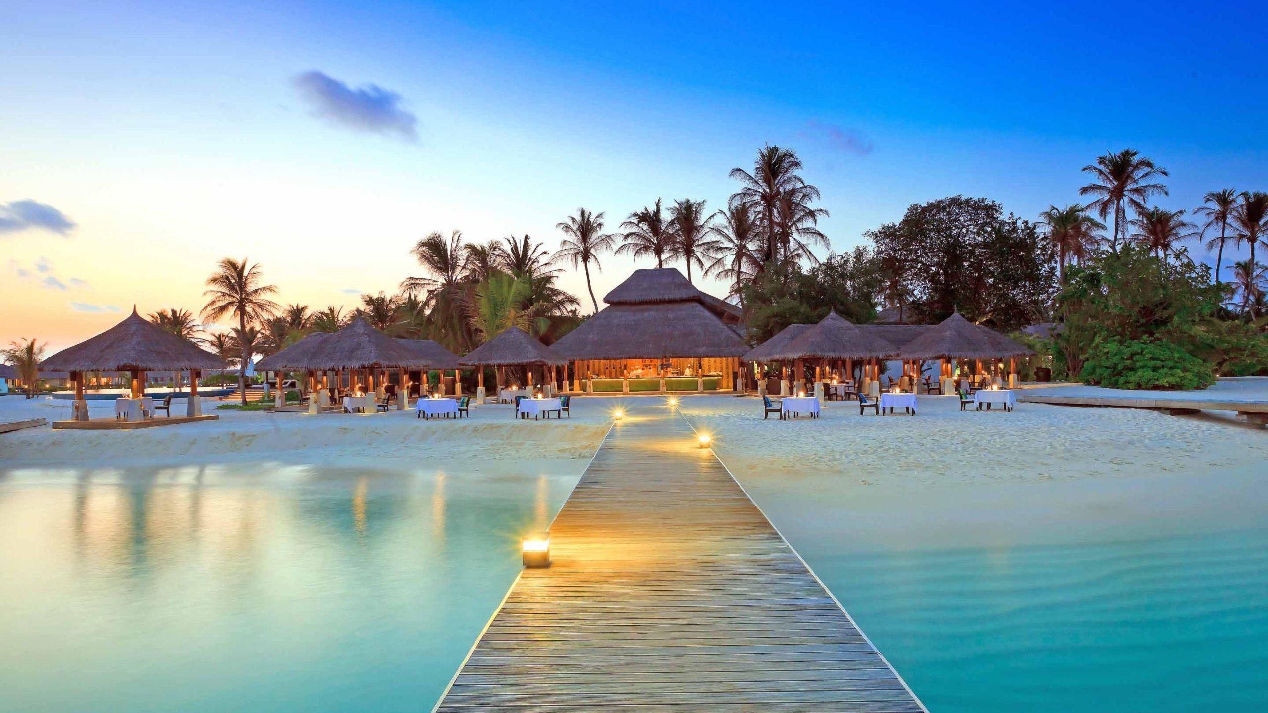 Maldive-Islands-Resort-2560x1600